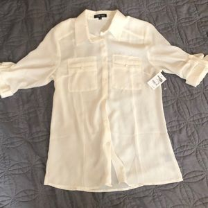 Quarter sleeve button up blouse